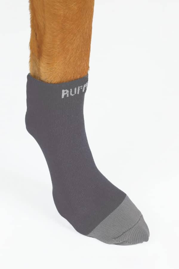 Ruffwear Bark and Boot Liners twillight grey am Hund